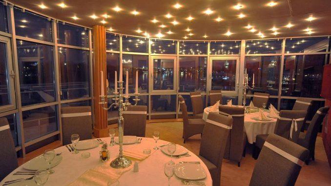 Doček Nove godine na tri splava restorana - KRUNA, SIRENA i KARIBI, Tiket Klub